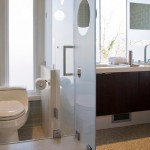 ibs_bathtrends_05_dual-flush-toilet_w609